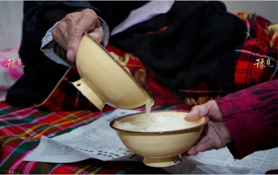 禹州夫妻年纪和217岁 彼此让饭爱意深挚(图)