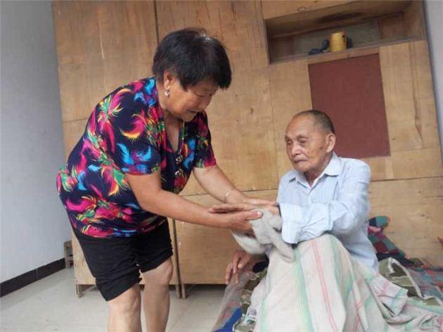 奶奶一句临终嘱托 鹤壁62岁村妇照顾叔叔30余年