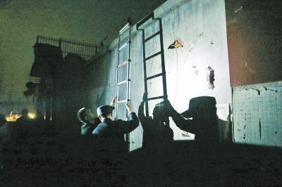 """安阳林州市法院凌晨出击 把""""老赖""""堵在被窝里"""