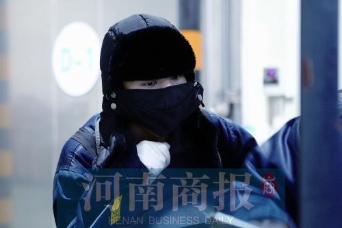 郑州一小伙当冷库仓管员 39℃高温天穿棉袄