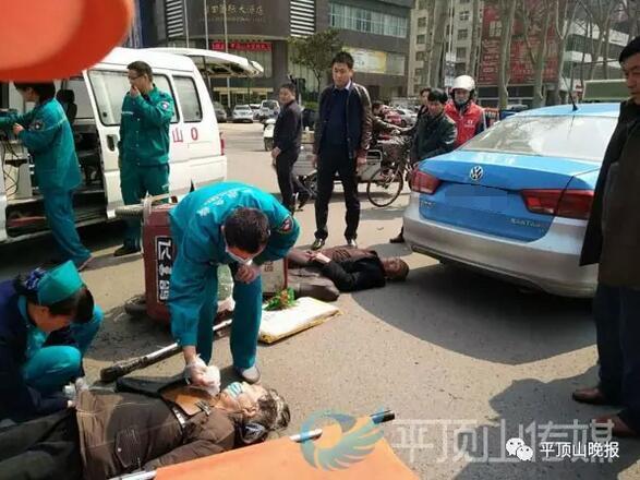 八旬老汉看不清红绿灯 撞上出租车老伴受伤