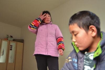 安阳市9岁男孩脑中长瘤如鸡蛋巨细 举步难行