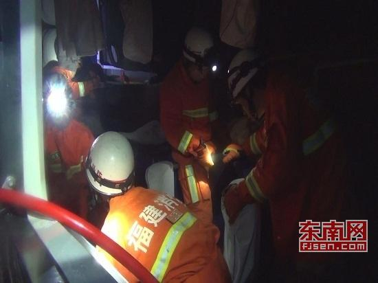 洛阳大巴车赴泉州途中侧翻 两名乘客当场死亡