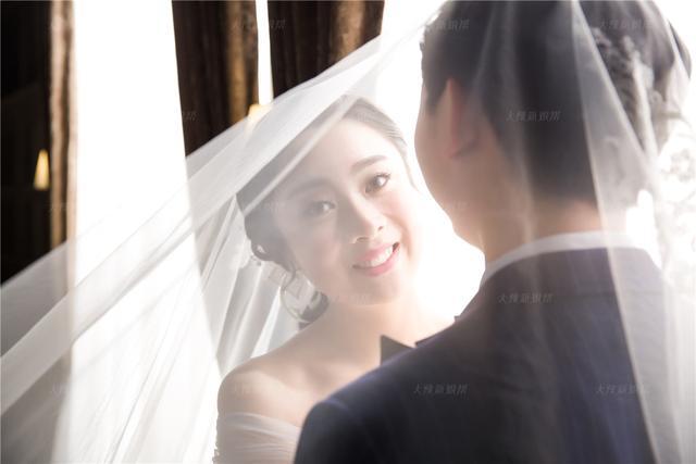 人美颜值高扛不住表情没做好 婚纱照效果一般