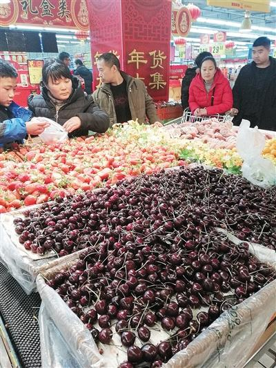 春节临近 漯河市民准备年货忙