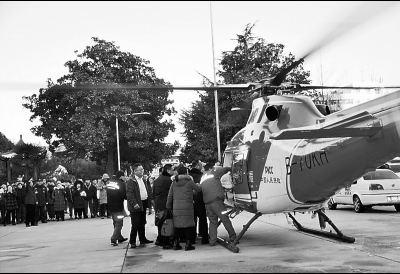 漯河两岁多女童5楼坠地急需治疗 紧急时刻直升机来了
