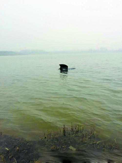 郑州市平易近爱车莫名失落 越日凌晨现身龙湖中