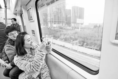 郑州城郊铁路一期开通试运营 与T2航站楼无缝对接