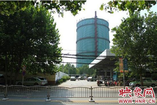 郑州华润燃气公司位于丰庆路的天然气大储气罐引起了周边居民的担心。