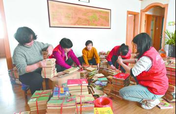 鹤壁七旬老人捐出万余本藏书 称想让书香连续