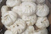 河南大学生实拍农家蒸包子
