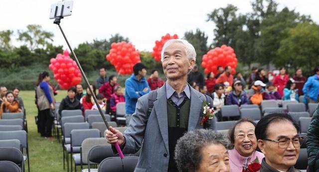 《一拍集合》有奖征集令:重阳节教父母玩自拍