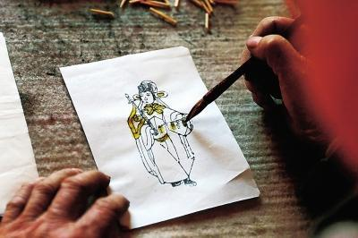 探访内黄木版灯笼画传承人 展现千余年的灯笼画工艺