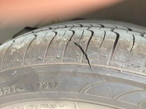 轮胎扎钉划伤是补还是换?标准答案来了