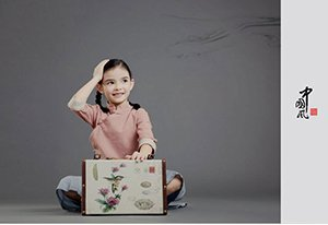 混血宝宝每年来郑州拍中国风写真