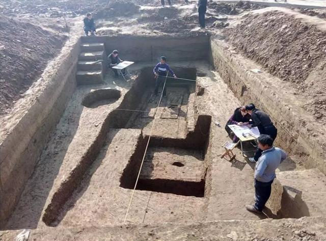 高铁施工发现夫妻合葬古墓