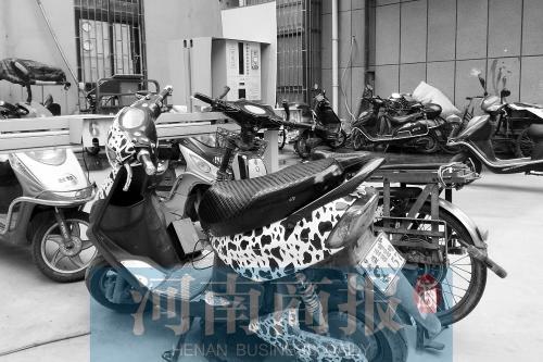郑州多小区建电动车充电桩 业主:扯线充电习惯了