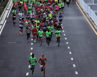 2018郑州龙湖马拉松开跑 孔令辉张继科都来了