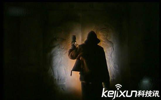 千年古墓走出女活尸 盗墓贼竟给千年女尸灌酒