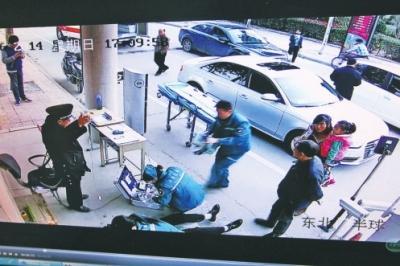 男人因5元泊车费起争执猝逝世 监控还原现场(图)
