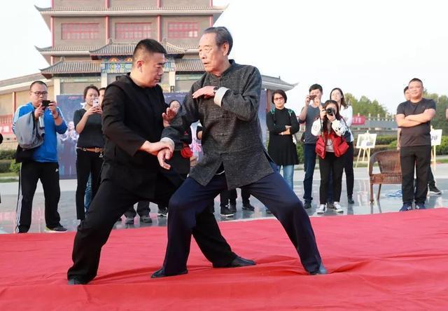 《功守道》首映在即 师父王西安为马云点赞