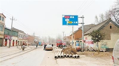 杞县一路口限高栏突然掉落 砸死货车司机