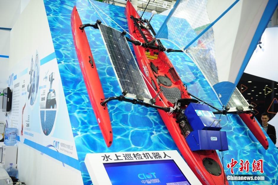 医疗机器人、水上巡检机器人,陆地巡查机器人等.中新社发 陈文