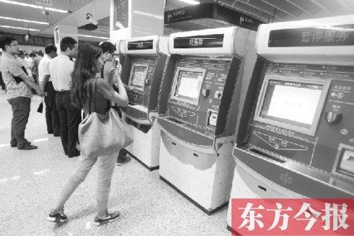 """探访郑州地铁""""司令部"""" 空调冷不冷都清楚"""