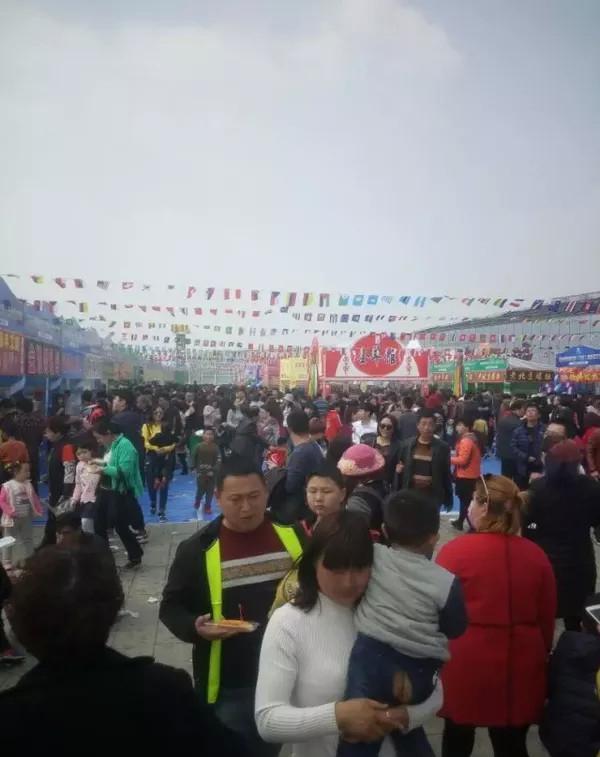 五彩大地全球美食狂欢节 带你看人山人海