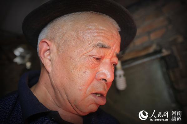 开封73岁老铁匠坚守打铁铺 获评非物质文化遗产