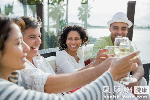 这7类人切记不能喝酒 小心丧命!