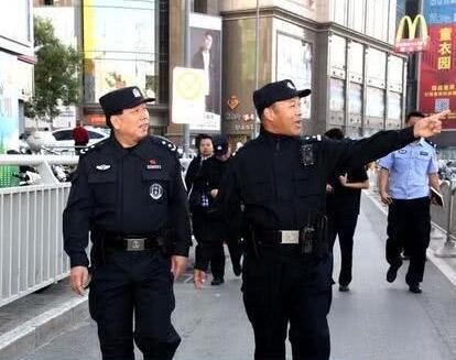 中秋假期第一天 郑州市副市长全副武装带队上街巡逻