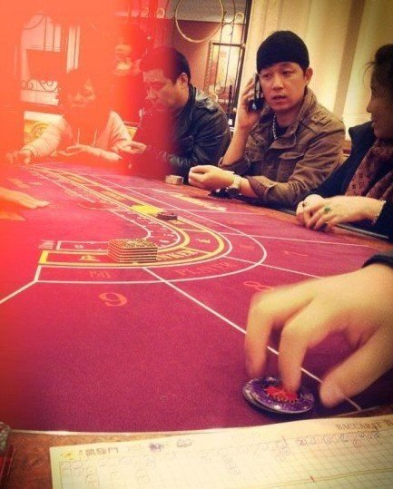 网友分析潘粤明澳门赌博照片:贵宾厅一注30万