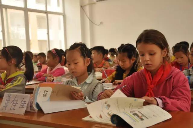 南阳一语文来个南非小女孩为啥不远万里来这小学表v语文小学图片