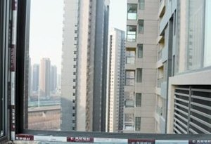 装修新房 同一阳台顶面高度竟差了7厘米