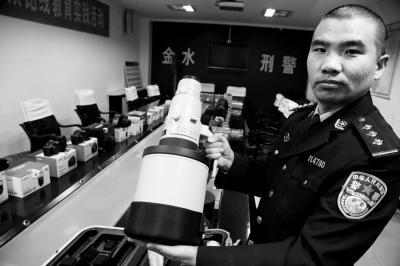 """上海男人""""卧底""""摄影店 盗价值200多万元器材"""