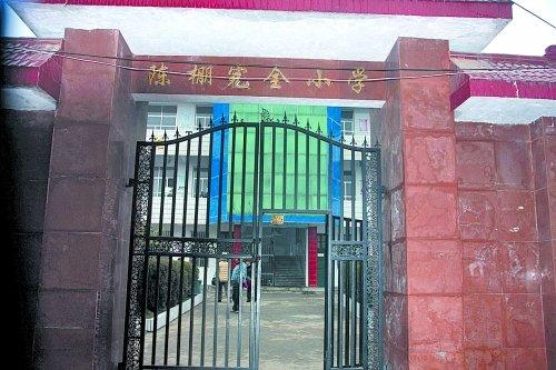 光山砍伤22名学生男子患癫痫病 学生堵门救同学