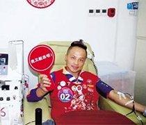 男子骑行到郑州无偿献血
