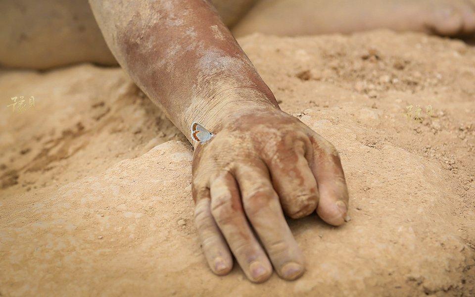豫见第十二期:山洞男孩的锁链人生14