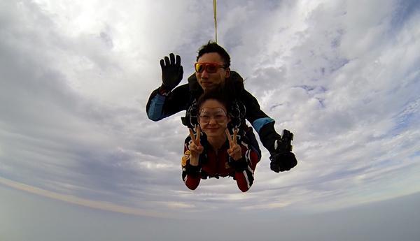 高考后去天空旅个游?翔大跳伞让你实现自由飞翔梦
