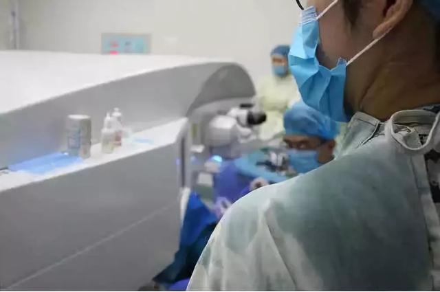 勇敢萌妹子做近视手术,第三天竟直接上班