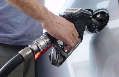 汽车加满油后为啥后半箱油比前半箱烧得快 老司机说了实话