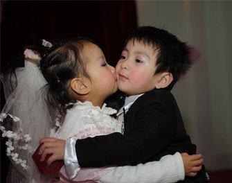 """幼儿园办""""集体婚礼"""""""