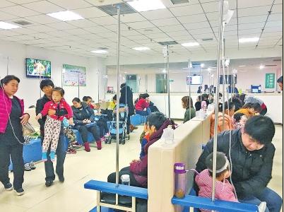 郑州几大医院儿童呼吸科病人爆满 一天接诊80人