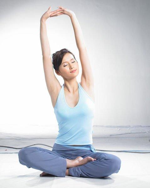 晨醒瑜伽减肥操三步骤美背又瘦腹能开心果减肥图片