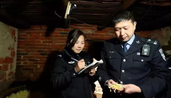 """黑心!信阳一商贩竟卖""""毒豆芽"""" 长期食用会致癌"""