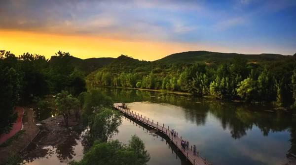 水之真谛 源自天然 桑园小镇1498原生态山泉水即将上市