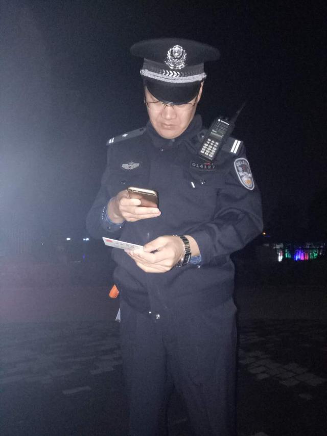 登封民警高速执勤 查到一名网上逃犯并立即将其控制