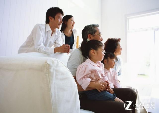 关心父母健康!老人延年益寿看电视方式