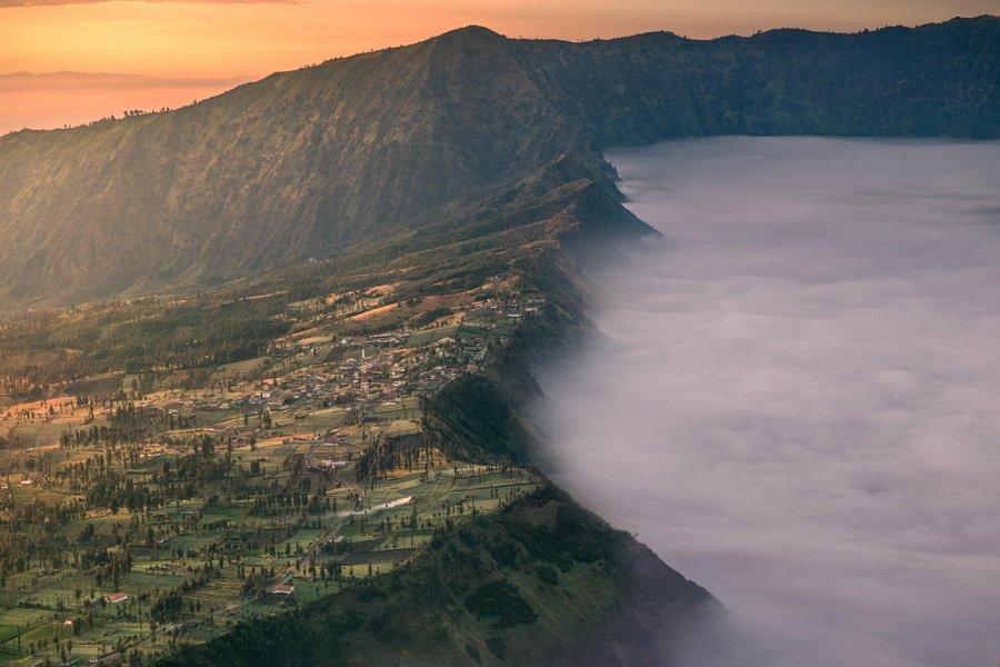但雾气笼罩下的景色又是怎样一副景象呢?美国《赫芬顿邮报》6月高清图片